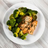 Salmon with brocoli - Mana Foods