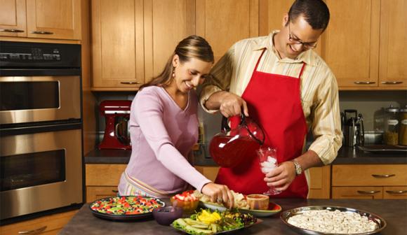 Los beneficios de cocinar en casa