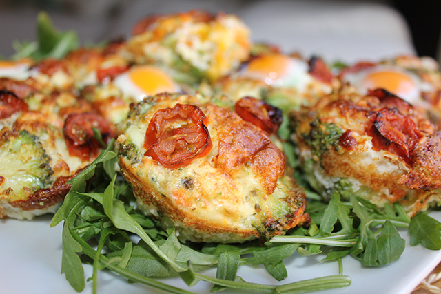 Muffins proteicos de brócoli y zanahoria