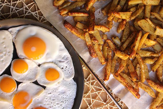 """Huevos con patatas """"Saludables"""""""