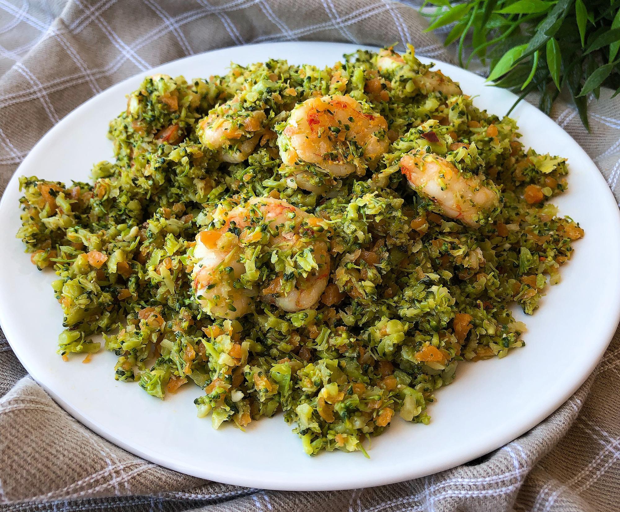 Falso arroz de brócoli con gambones